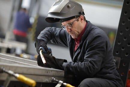 Электрогазосварщик – вредные или тяжелые условия труда
